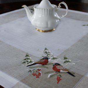 NEW Tablecloth WINTER ROBINS Linen Blend